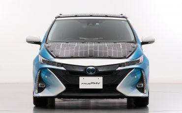 02-Toyota-test-deels-op-zonne-energie-rijdende-Prius