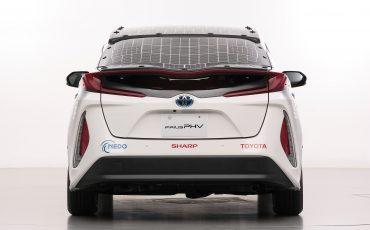 03-Toyota-test-deels-op-zonne-energie-rijdende-Prius
