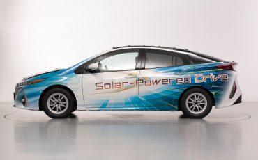 04-Toyota-test-deels-op-zonne-energie-rijdende-Prius