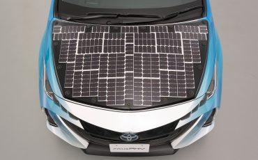 12-Toyota-test-deels-op-zonne-energie-rijdende-Prius