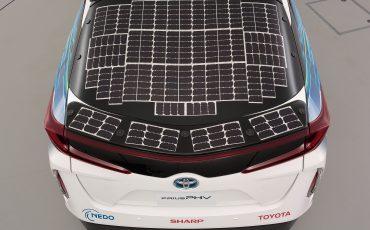 13-Toyota-test-deels-op-zonne-energie-rijdende-Prius