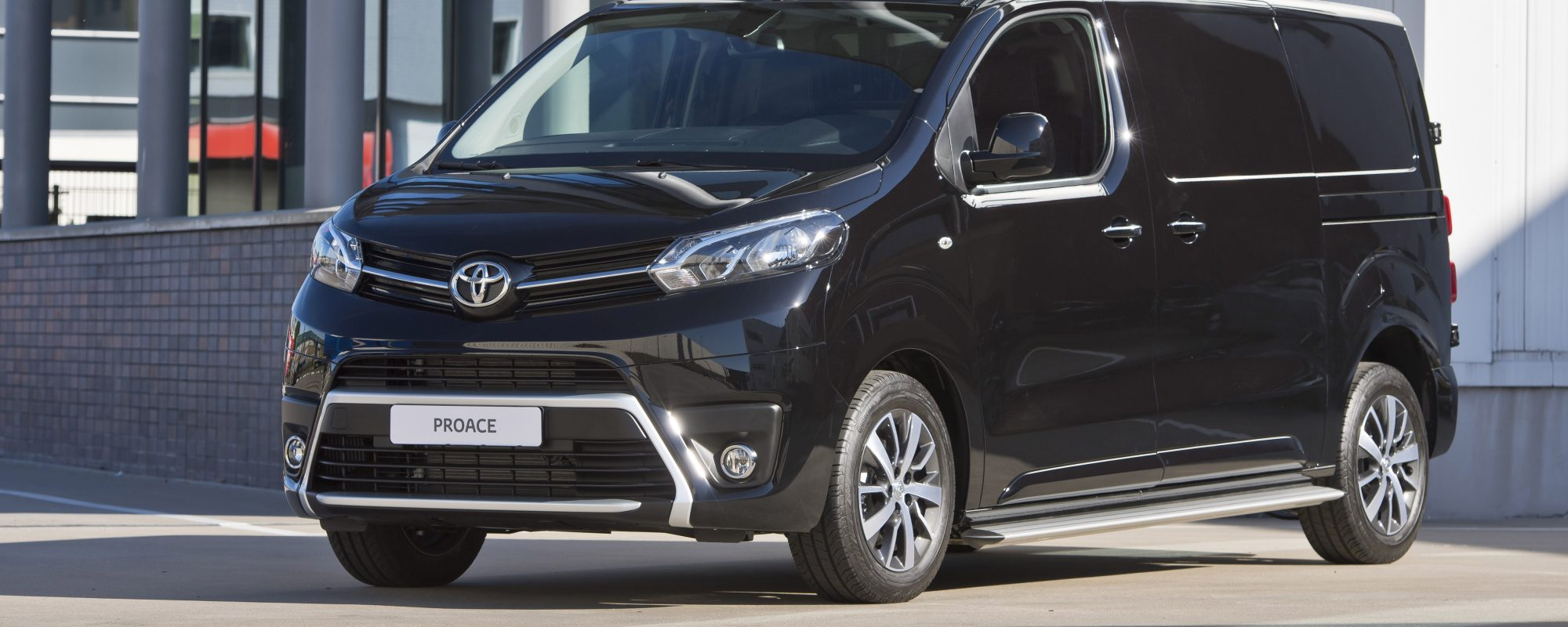 Toyota lanceert Toyota Professional, inclusief elektrificatie PROACE bedrijfswagens