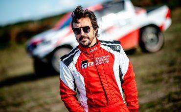 01-Fernando-Alonso-en-Toyota-GAZOO-Racing-brengen-rallytraining-op-hoger-plan