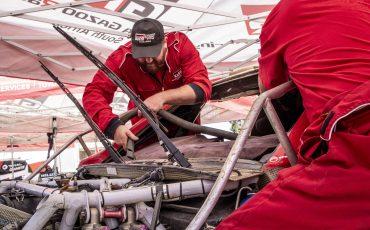 02-Fernando-Alonso-en-Marc-Coma-trotseren-uitdagende-zware-rallyproef