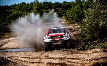 02-Fernando-Alonso-en-Toyota-GAZOO-Racing-brengen-rallytraining-op-hoger-plan