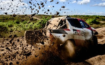 03-Fernando-Alonso-en-Toyota-GAZOO-Racing-brengen-rallytraining-op-hoger-plan