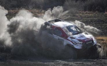 04-Fernando-Alonso-en-Marc-Coma-trotseren-uitdagende-zware-rallyproef