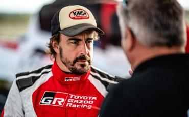 07-Fernando-Alonso-en-Toyota-GAZOO-Racing-brengen-rallytraining-op-hoger-plan