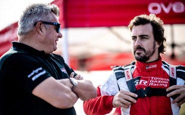 08-Fernando-Alonso-en-Toyota-GAZOO-Racing-brengen-rallytraining-op-hoger-plan
