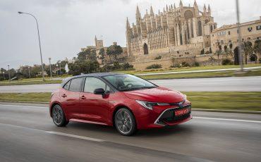06-Zakelijke-rijder-kiest-in-2019-overtuigend-voor-hybride-Toyota