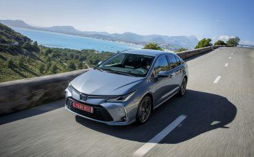 07-Zakelijke-rijder-kiest-in-2019-overtuigend-voor-hybride-Toyota