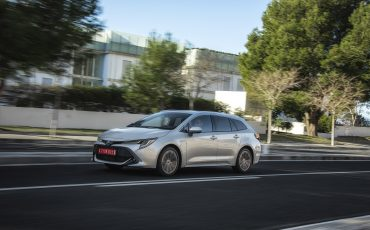 08-Zakelijke-rijder-kiest-in-2019-overtuigend-voor-hybride-Toyota