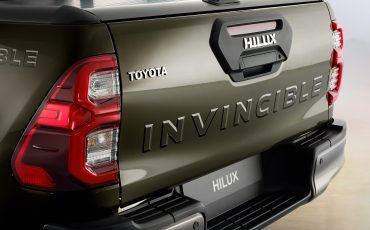 18-De-vernieuwde-Toyota-Hilux-onoverwinnelijk