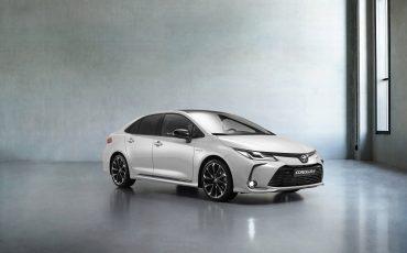 01-Toyota-Corolla-Sedan-GR-Sport-vindt-inspiratie-in-racedivisie-van-Toyota