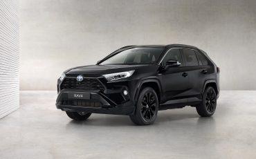 01-Toyota-RAV4-Hybrid-Black-Edition-stijlvol-zwart-voor-populaire-SUV