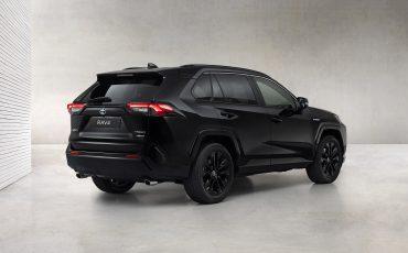 02-Toyota-RAV4-Hybrid-Black-Edition-stijlvol-zwart-voor-populaire-SUV