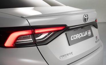 07-Toyota-Corolla-Sedan-GR-Sport-vindt-inspiratie-in-racedivisie-van-Toyota