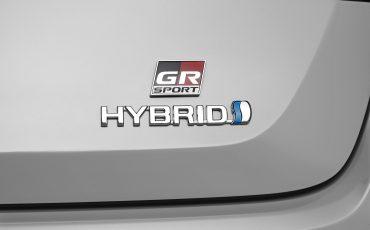 10-Toyota-Corolla-Sedan-GR-Sport-vindt-inspiratie-in-racedivisie-van-Toyota
