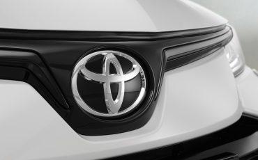 12-Toyota-Corolla-Sedan-GR-Sport-vindt-inspiratie-in-racedivisie-van-Toyota