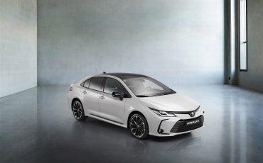 18-Toyota-Corolla-Sedan-GR-Sport-vindt-inspiratie-in-racedivisie-van-Toyota