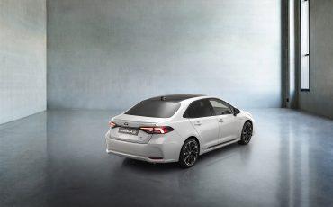 19-Toyota-Corolla-Sedan-GR-Sport-vindt-inspiratie-in-racedivisie-van-Toyota