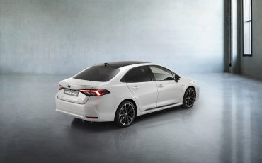 20-Toyota-Corolla-Sedan-GR-Sport-vindt-inspiratie-in-racedivisie-van-Toyota