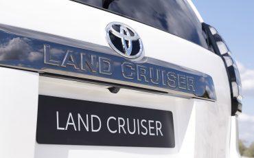 Land-Cruiser13