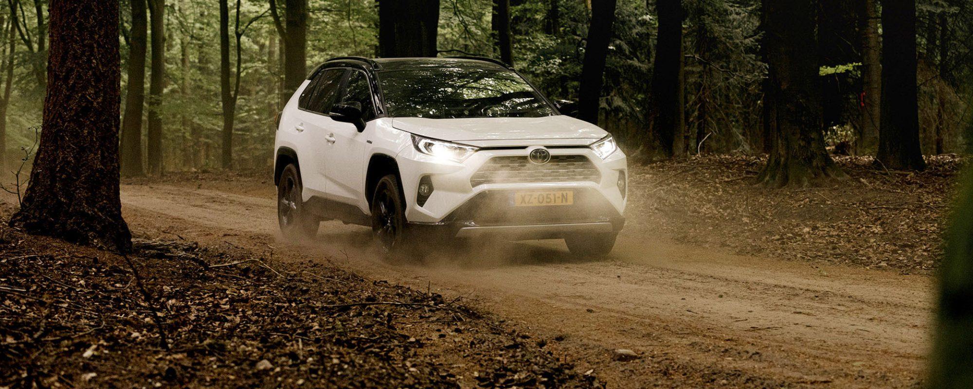 Toyota hybridemodellen besparen in 10 jaar in Nederland ruim 400 miljoen liter brandstof