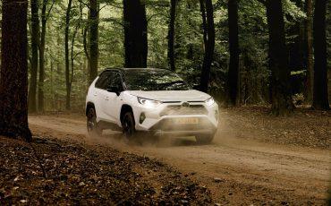 00-Toyota-hybride-modellen-besparen-ruim-400-miljoen-liter-brandstof
