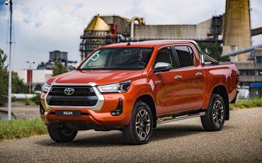 01-Toyota-geeft-vernieuwde-Hilux-een-prijs