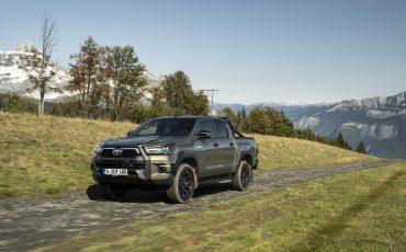 01-Vernieuwde-Toyota-Hilux-meer-power-verbeterde-prestaties-on-en-offroad