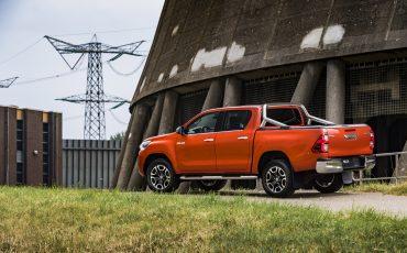 02-Toyota-geeft-vernieuwde-Hilux-een-prijs