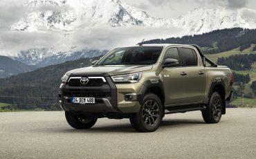 02-Vernieuwde-Toyota-Hilux-meer-power-verbeterde-prestaties-on-en-offroad