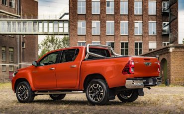 03-Toyota-geeft-vernieuwde-Hilux-een-prijs