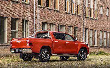 04-Toyota-geeft-vernieuwde-Hilux-een-prijs