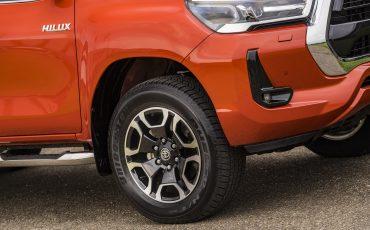 05-Toyota-geeft-vernieuwde-Hilux-een-prijs
