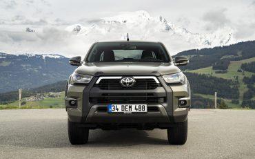 05-Vernieuwde-Toyota-Hilux-meer-power-verbeterde-prestaties-on-en-offroad