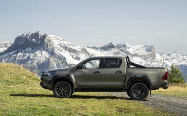 10-Vernieuwde-Toyota-Hilux-meer-power-verbeterde-prestaties-on-en-offroad