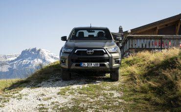 11-Vernieuwde-Toyota-Hilux-meer-power-verbeterde-prestaties-on-en-offroad