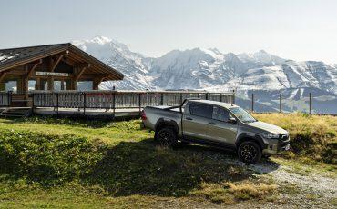 12-Vernieuwde-Toyota-Hilux-meer-power-verbeterde-prestaties-on-en-offroad