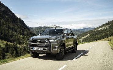13-Vernieuwde-Toyota-Hilux-meer-power-verbeterde-prestaties-on-en-offroad