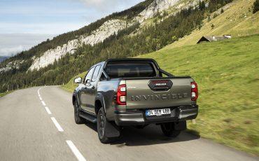 14-Vernieuwde-Toyota-Hilux-meer-power-verbeterde-prestaties-on-en-offroad