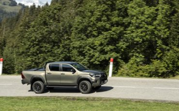 15-Vernieuwde-Toyota-Hilux-meer-power-verbeterde-prestaties-on-en-offroad