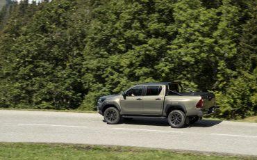 16-Vernieuwde-Toyota-Hilux-meer-power-verbeterde-prestaties-on-en-offroad