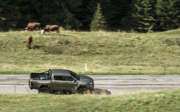 17-Vernieuwde-Toyota-Hilux-meer-power-verbeterde-prestaties-on-en-offroad