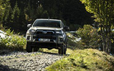18-Vernieuwde-Toyota-Hilux-meer-power-verbeterde-prestaties-on-en-offroad