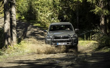 20-Vernieuwde-Toyota-Hilux-meer-power-verbeterde-prestaties-on-en-offroad