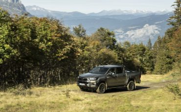 22-Vernieuwde-Toyota-Hilux-meer-power-verbeterde-prestaties-on-en-offroad