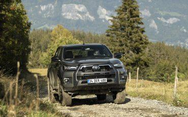 23-Vernieuwde-Toyota-Hilux-meer-power-verbeterde-prestaties-on-en-offroad