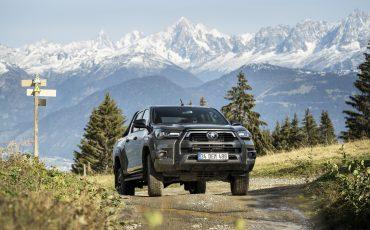 24-Vernieuwde-Toyota-Hilux-meer-power-verbeterde-prestaties-on-en-offroad